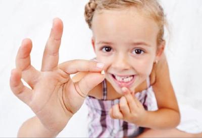 دراسة حديثة أشارت إلى أهمية الاحتفاظ بأسنان الطفل المخلوعة ..احتفظي بأسنان الطفل المخلوعة لهاذا السبب الصحي الكبير