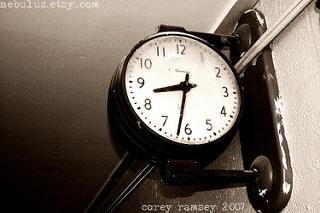 Reloj de agujas, ocho treinta y dos