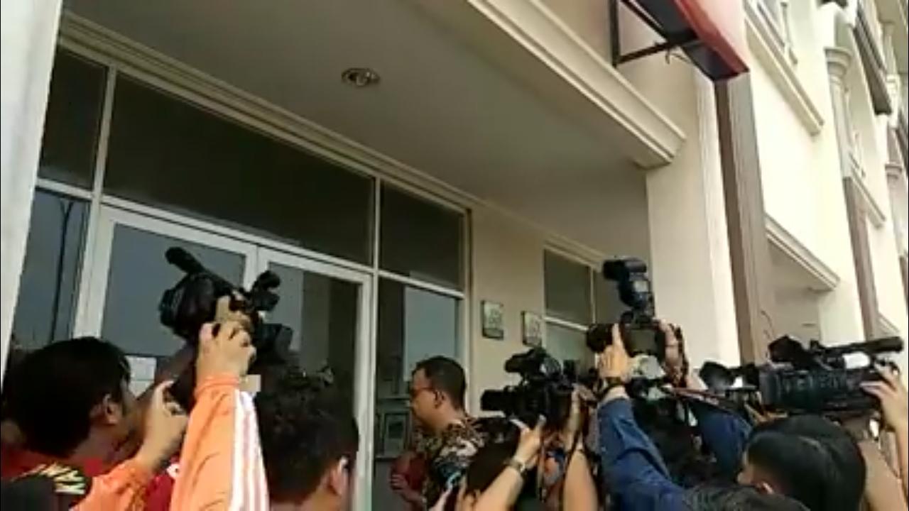 Detik-Detik Anies Baswedan Segel Pulau Reklamasi