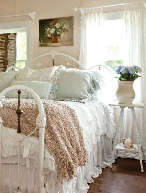 Shabby Chic Romantic Small Bedroom