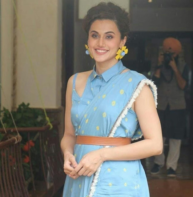 Taapsee Pannu hot wallpaper in blue saree
