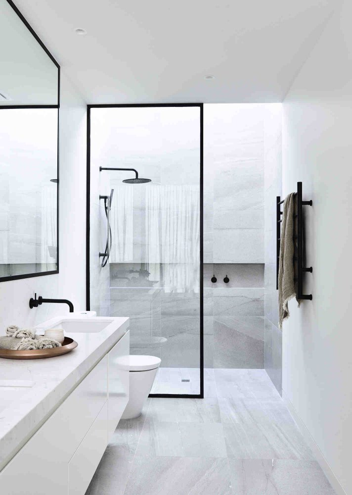 اجمل 6 ديكورات حمامات مودرن باللون الأسود الساحر