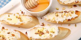 Tostada con queso de cabra y miel