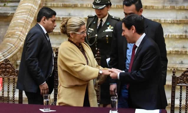 Presidenta Áñez juramenta a Salvador Romero como vocal designado por el Ejecutivo ante el TSE