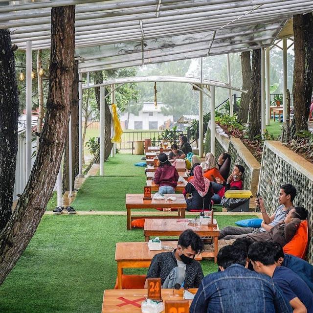 Elji Cafe Lingkung Gunung Puncak Bogor