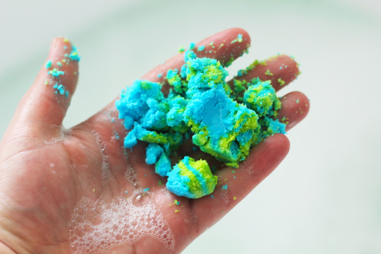 DIY Lush Bubble Bar - Electric Lemonade Cocktail scented, Electic Green & Electric Blue colouring from Americolor