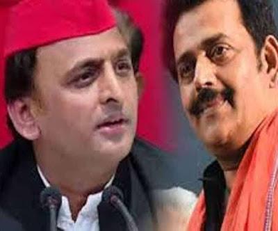 Akhilesh Yadav और Ravi Kishan के बीच हुई बहस जाने पूरी ख़बर