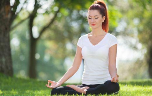 Perbedaan Antara Yoga dan Meditasi