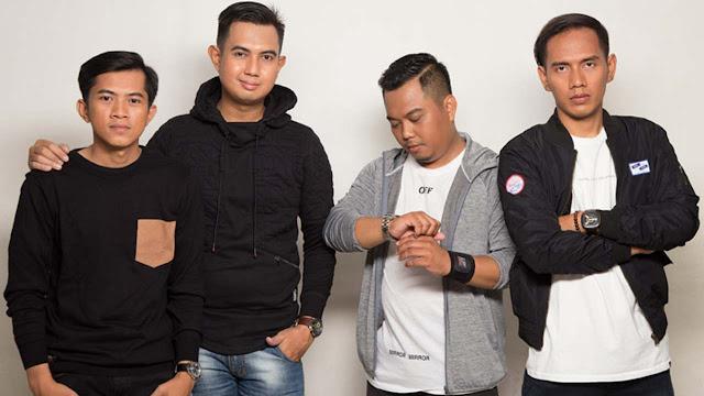 Lirik Lagu Merpati Band Hatimu Sekeras Batu Official Music Video NAGASWARA 1