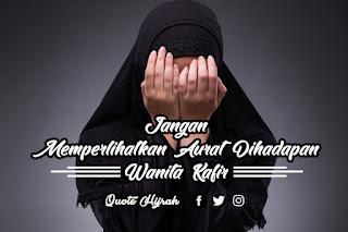 Jadi Islam melarang/tidak memperbolehkan/hukumnya haram bagi wanita memperlihatkan auratnya dihadapan wanita kafir atau non-muslim