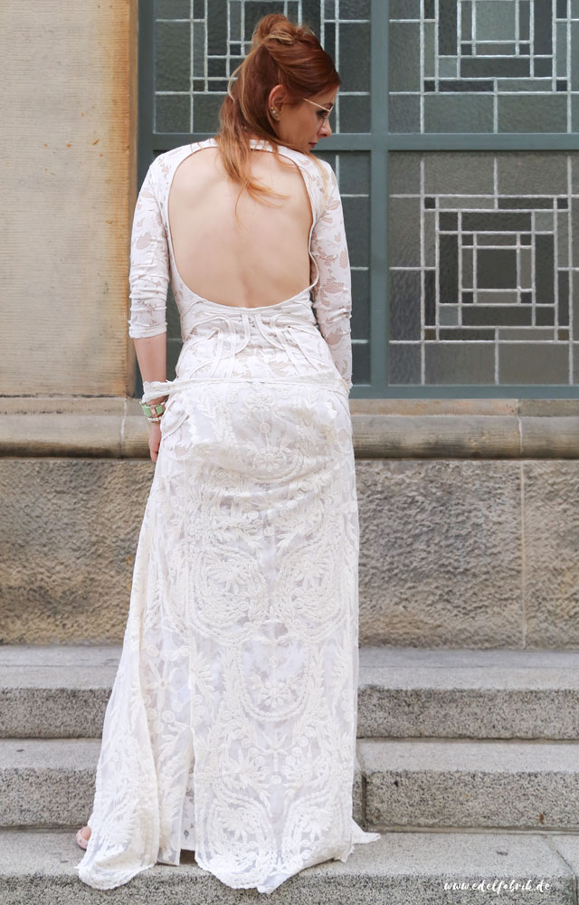 die edelfabrik, outfit, wie kombiniere ich ein langes Spitzenkleid mit Rückenausschnitt
