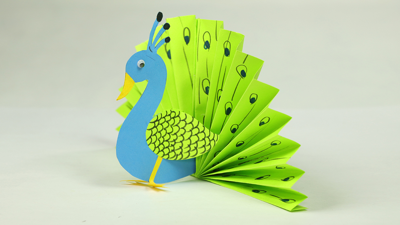 peacock essay kids Check out our range of fun peacock facts for kids learn about the fact that peacocks are the male only of the bird called a peafowl, why the peacock has such beautiful feathers, where peacocks are native too and much more read on and enjoy a variety of interesting information about peacocks.