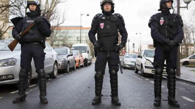Γάλλοι αστυνομικοί απειλούν να εγκαταλείψουν τις θέσεις τους