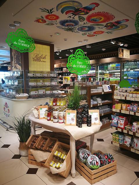 Dekoracje roślinne eleganckich sklepów na lotniskach