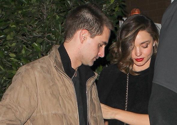 2016-12-17 ミランダ・カー(Miranda Kerr )婚約者のエヴァン・スピーゲル(Evan Spiegel)と一緒にサンタモニカのレストラン『Giorgio Baldi』でディナー。