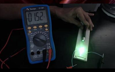 Tensão de 1,5V detectada pelo multímetro