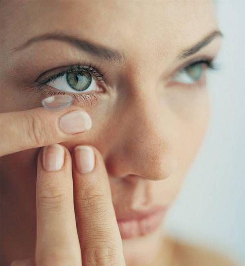 Passer des lunettes aux lentilles : 5 conseils bon à savoir. Rigides, souples, jetables...