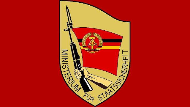 Emblema da STASI (Ministério de Segurança do Estado, Alemanha comunista)