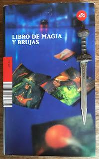 Portada del libro Libro de magia y brujas, de varios autores