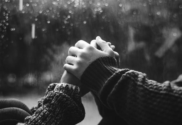 Sevgiliye Asılan Kıza Kapak Sözler