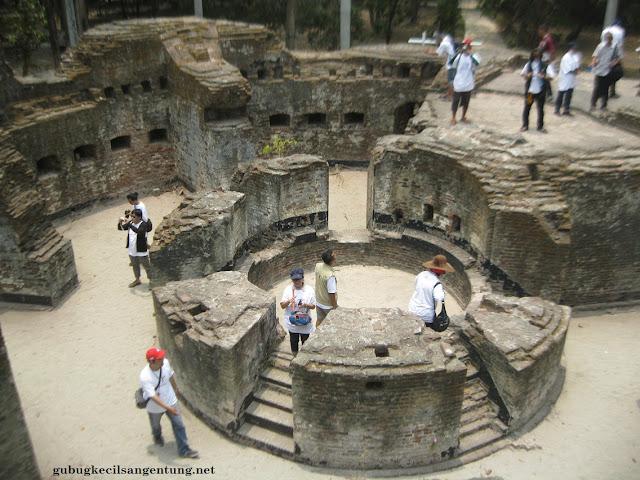 Reruntuhan Benteng Martello Pulau Bidadari