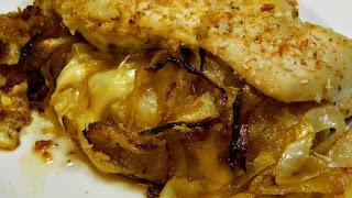 صدور الدجاج المحشيه بالبصل الكرامليزد الممزوج بالزبد والجبن