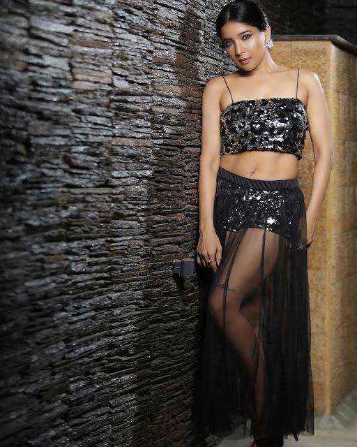Tamil Actress Sakshi Agarwal Hot HD Photoshoot Navel Queens