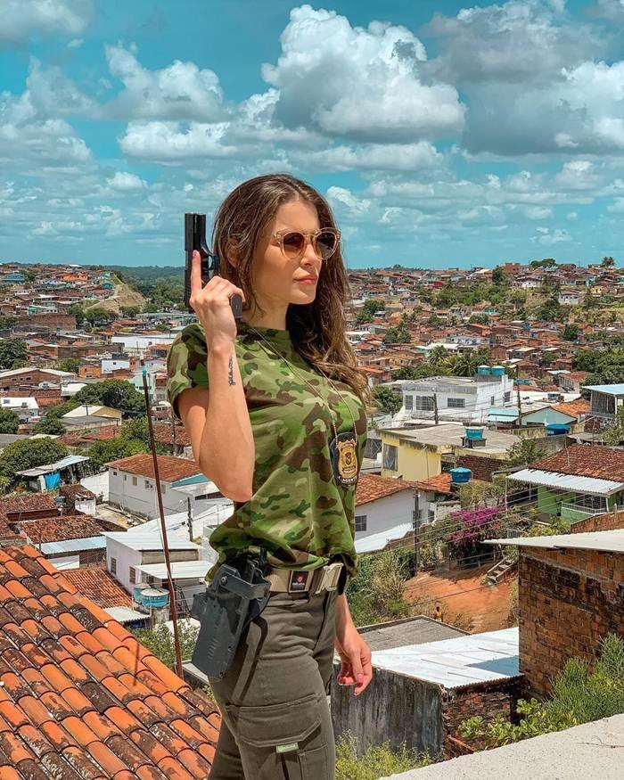Gabriela Queiroz image gallery