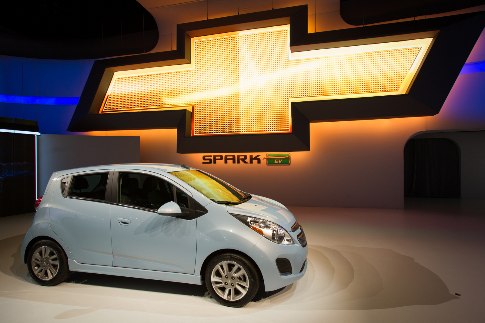 perry auto group 2014 chevy spark ev offers 82 mile electric range. Black Bedroom Furniture Sets. Home Design Ideas