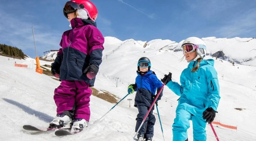 We asked a movement therapist: when can a child be taught to skate and ski