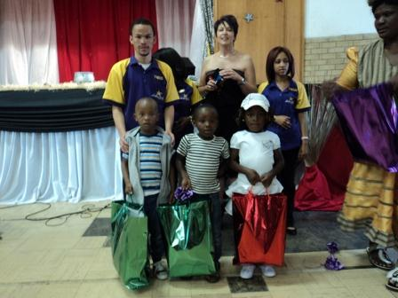 The Hollywoodbets team pose with the children of Oliver's House