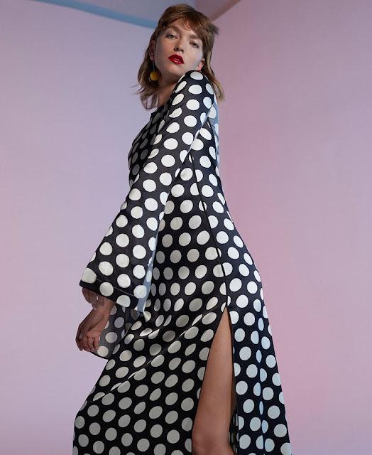 Черно-белое платье в горох