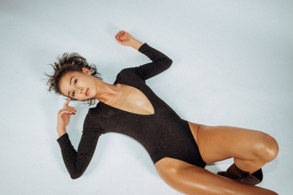 Lina Alice Wagner modelo mulher Daniel Dittus fotografia fashion beleza arte óleo Oil Me Up - RektMag