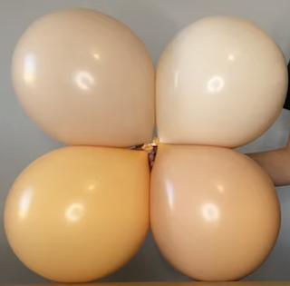 Farbvarianten durch doppelt gelegte Luftballons.