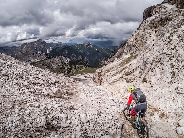 Bike Downhill MTB Mountainbike Hochebenkofel (2905 m) - Lückele-Scharte (2545 m) Dolomitentour