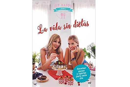 Dos hermanas comiendo torta