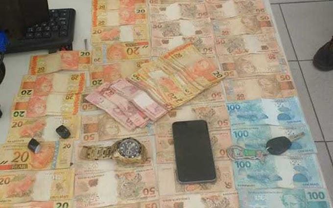 Dupla é presa suspeita de roubar R$ 80 mil de casa de show na Bahia
