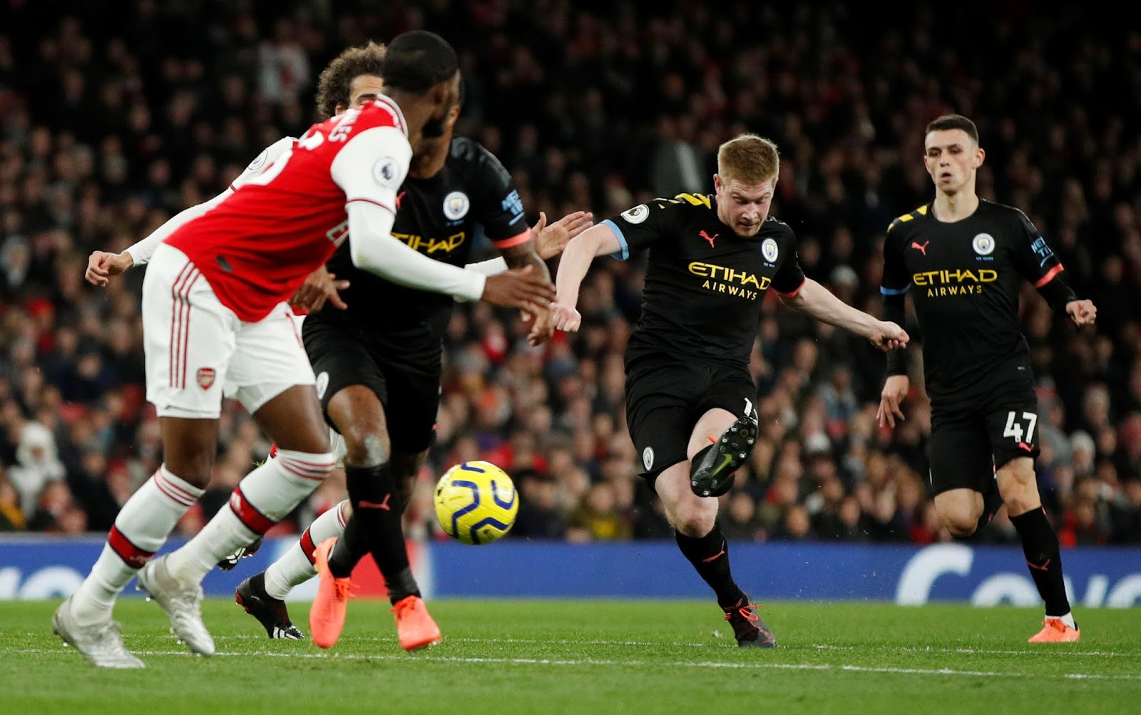 Man City's Kevin De Bruyne attempts a shot at goal against Arsenal