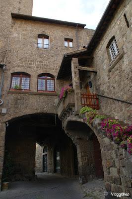 Il Palazzo degli Alessandri nel quartiere Medievale di Viterbo