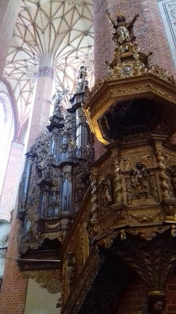 Pelplin ambona organy mniejsze barok sklepienie kryształowe