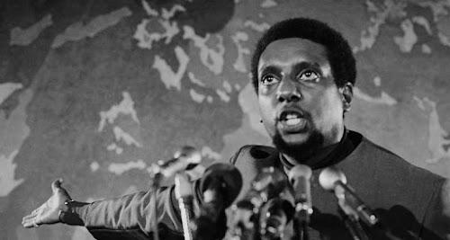 Kwame Ture, nascido Stokely Carmichael, militante pelos direitos civis nos EUA na década de 1960.
