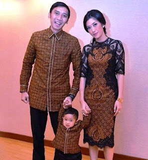 Contoh baju keluarga batik modis cantik elegan