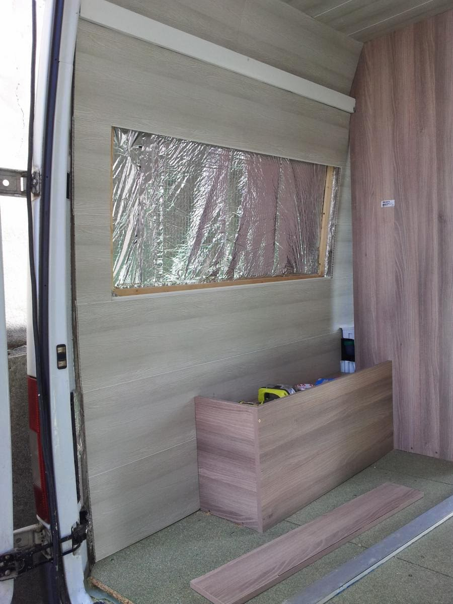am nagement d 39 un sprinter en camping car pose du d cor. Black Bedroom Furniture Sets. Home Design Ideas