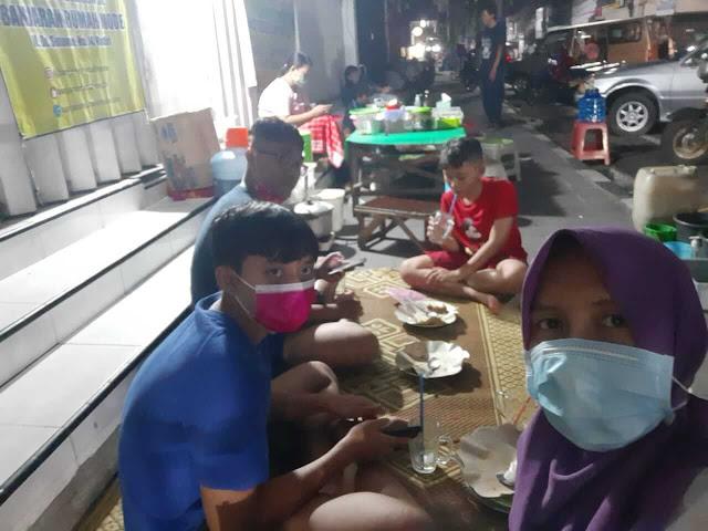 Lesehan pecel tumpang Jalan Dhoho Kediri