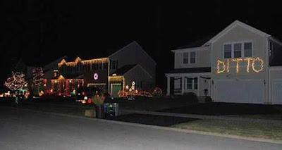 Witzige Weihnachtsbeleuchtung am Haus - Faulheit siegt