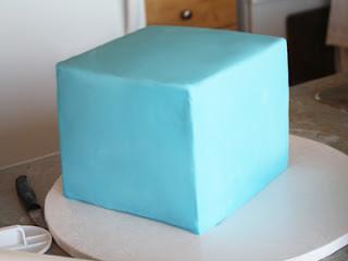 cómo hacer un pastel de pasta de azúcar del cubo