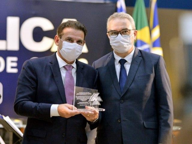 """Notícias do Entorno do DF e Goiás \""""Conseguimos mais uma vitória para a educação brasileira. A exemplo das supernovas, a UniEvangélica agora é uma Universidade"""", disse Vanderlan"""