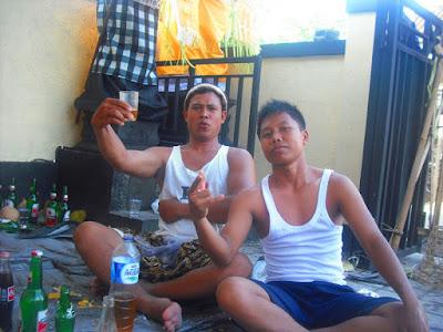 Merayakan acara Melaspas Rumah Kost di Dalung Bali