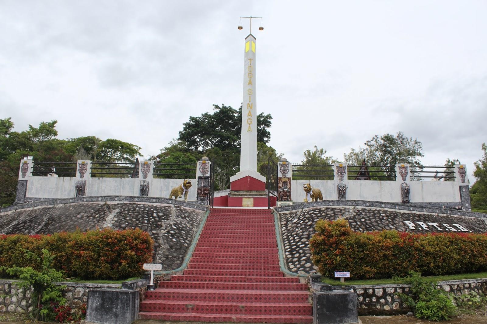 Komplek Tugu Toga Sinaga, Desa Urat II, Kecamatan Palipi, Kabupaten Samosir, Provinsi Sumatera Utara