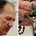 Adolescente abusado é preso por matar pedófilo por agredir um crucifixo na garganta